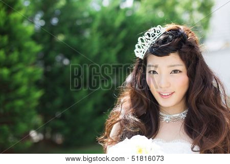 Beautiful asian woman in elegant wedding dress