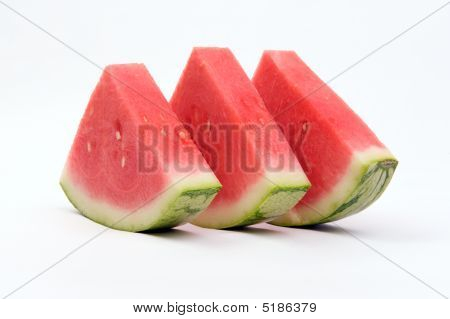 Três triângulos de melancia