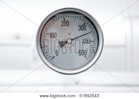 Thermometer in a powerplant pipe system
