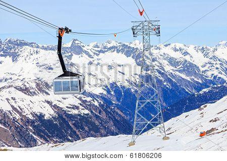 Ski Cabin Lift