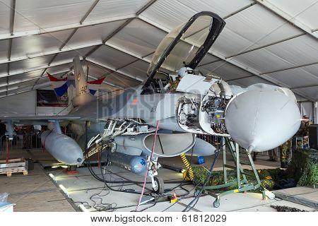 F-16 Hangar