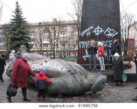 thrown monument to Lenin in Chernigov in February 22, 2014