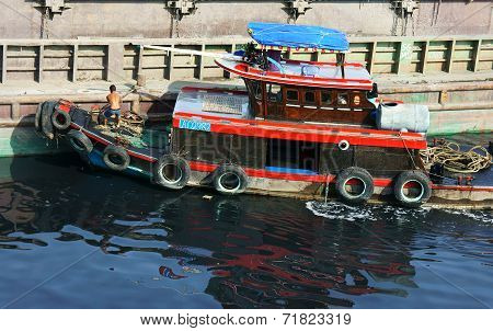 Vietnamese Man Anchorage Boat Polluted Water