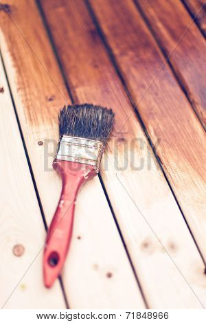 painting a wooden table using paintbrush