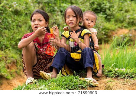 Kids in Sapa