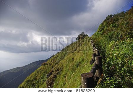 Mountain ridge walkway of Kew Mae Pan