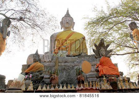 Ancient Buddha At Watlokayasutharam Temple