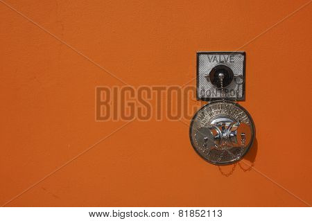 Wall hydrant valve
