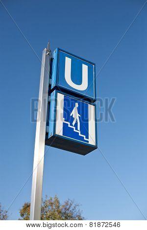 U Bahn Sign Steps