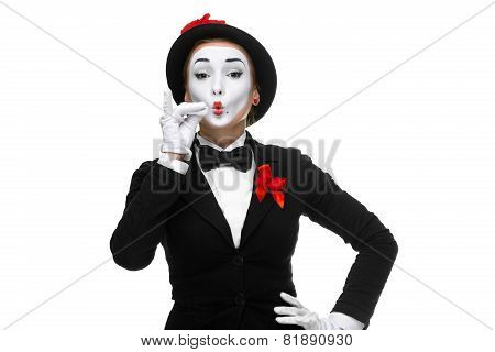 Portrait of the mime representing something very small in size