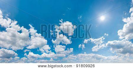 Sky Panorama Wit Shining Sun