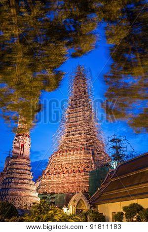 Wat Arun Or Temple Of Dawn In Bangkok ,thailand While Renovate And Repairs