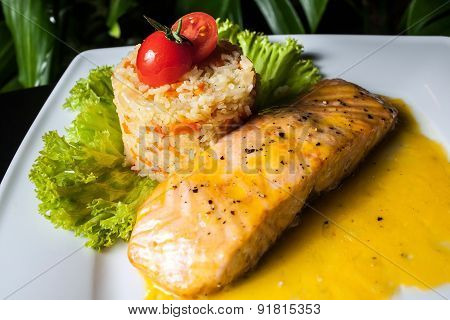 Salmon and Pilaf with the tomato