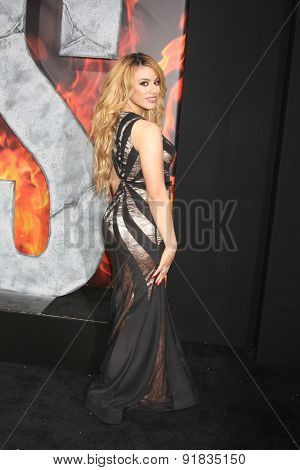 LOS ANGELES - MAY 26:  Dinah Jane Hansen at the