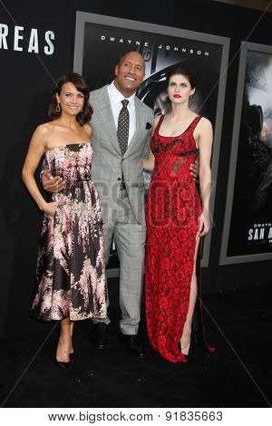 LOS ANGELES - MAY 26:  Carla Gugino, Dwayne Johnson, Alexandra Daddario at the