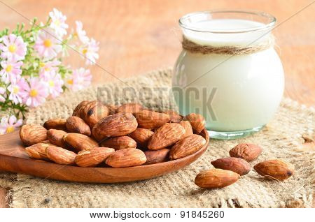 Almonds Milk With Almonds