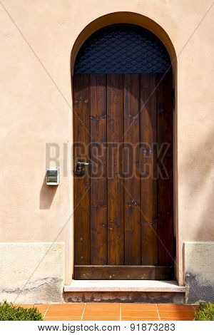 Italy  Lombardy     In  The Milano Old   Church  Door Closed Ring Bell