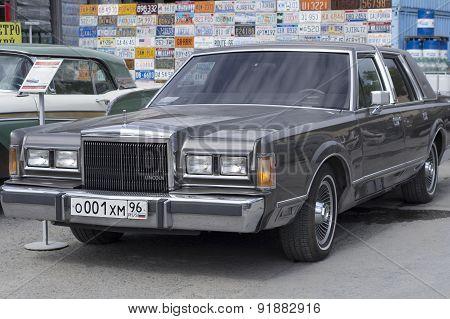 Retro car Lincoln Town Car 1989 release
