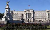 Постер, плакат: Букингемский дворец и Виктория Мемориал