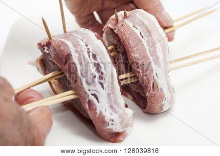 Filet Mignon Preparation : putting the tenderloin on a skewer