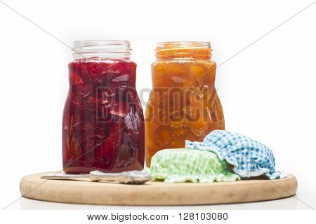 Jam preparation : Homemade uchuva and strawberry jams