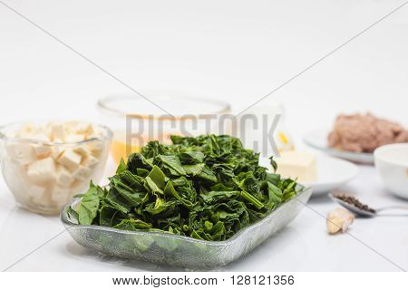 Quiche lorraine preparation : Ingredients to make the filling of a spinach and tuna quiche lorraine