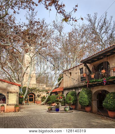 A courtyard in Tlaquepaque Arts and Crafts Village in Sedona, Arizona