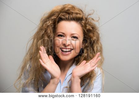 Portrait of an happy surprised woman