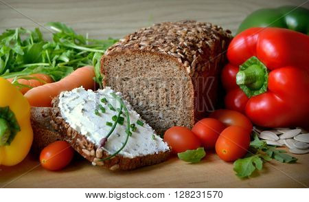 wholemeal bread with butter and vegetables and seed of sunflower