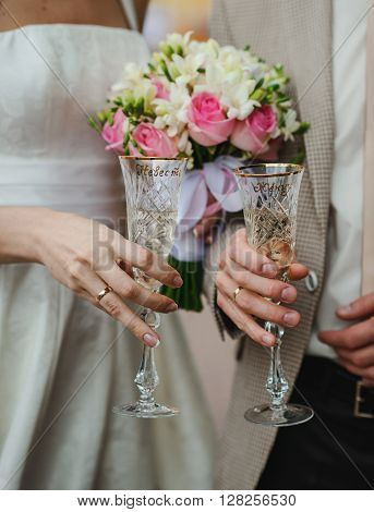 bride and groom holding their flutes with champaign