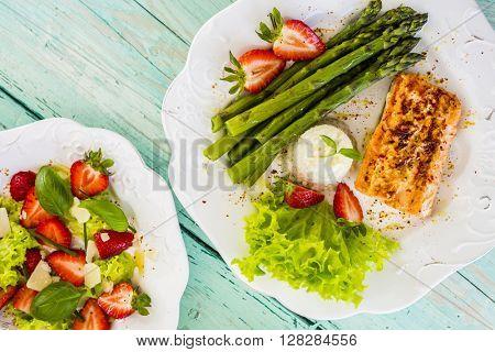 Salmon, asparagus with fresh strawberries, light diet