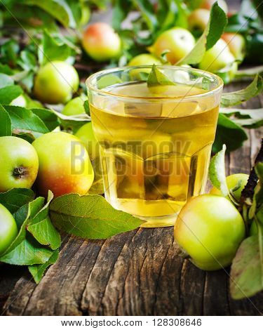 Glass of apple juice and fresh apples