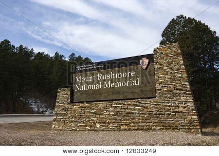 Sinal do serviço nacional de parques fora do Memorial Nacional do Monte Rushmore, Dakota do Sul.