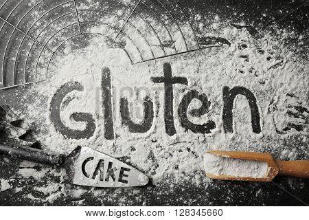 Gluten word written with flour on table