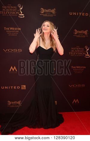 LOS ANGELES - MAY 1:  Hunter King at the 43rd Daytime Emmy Awards at the Westin Bonaventure Hotel  on May 1, 2016 in Los Angeles, CA