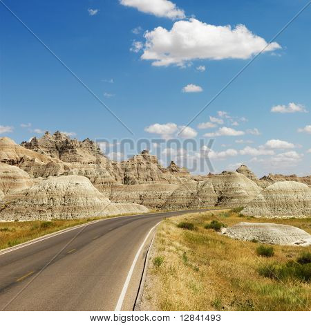 landschaftlich Fahrbahn in Badlands National Park, North Dakota.