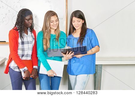 Three girls learn toghether in math at ther high school