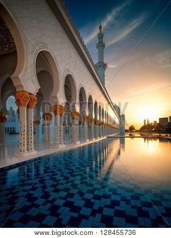 ABU DHABI, UAE - MAR 19, 2014: Amazing sunset view at Sheikh Zayed Grand Mosque, Abu Dhabi, United Arab Emirates