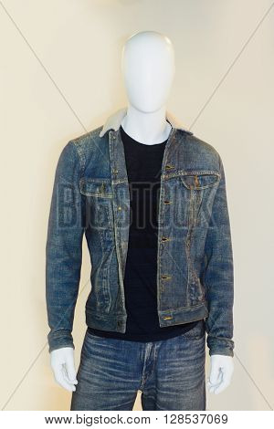 Mannequin dressed in jeans