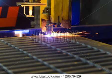 Modern technologies of production of Universal equipment for the manufacture of parts cutting of sheet steel with laser plasma or gas. ** Note: Visible grain at 100%, best at smaller sizes