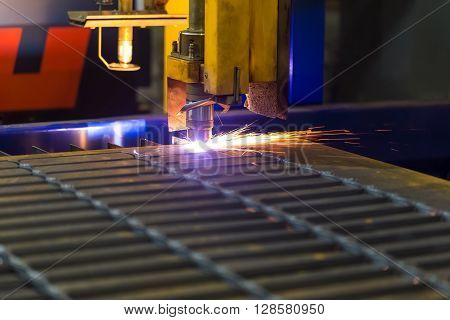 Cutting metal Modern technologies of production of Universal equipment for the manufacture of parts cutting of sheet steel with laser plasma or gas.