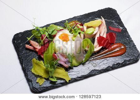 Poached egg with chicken and vegetables.