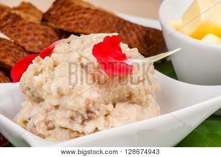 Traditional simple ukrainian food: salted lard (salo) with garlic and rye bread