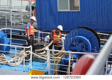 SAMUI ISLAND MAY-28: Boats to the island and employee is prepared to dock on the island on may 28, 2015 at Samui Island , Suratthani Thailand.