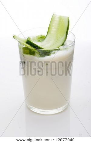 greek yogurt with cucumber
