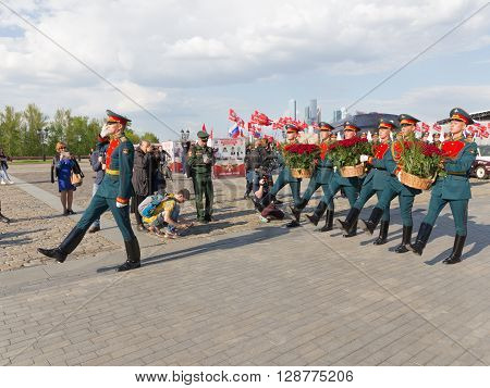 Moscow - May 6 2016: Soldiers 154 separate curfew Preobrazhensky regiment lay red roses on Poklonnaya Hill May 6 2016 Moscow Russia
