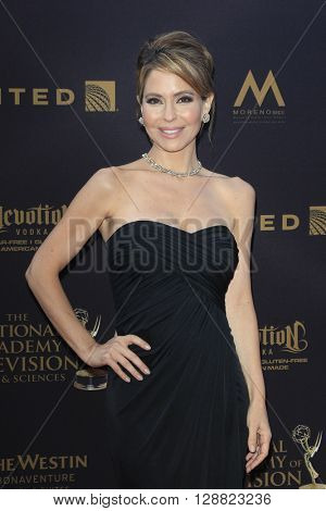 LOS ANGELES - APR 29: Lisa LoCicero at The 43rd Daytime Creative Arts Emmy Awards Gala at the Westin Bonaventure Hotel on April 29, 2016 in Los Angeles, California