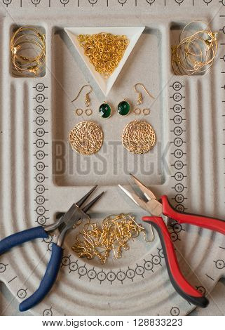 handcrafting a pair of beautiful bijouterie earrings