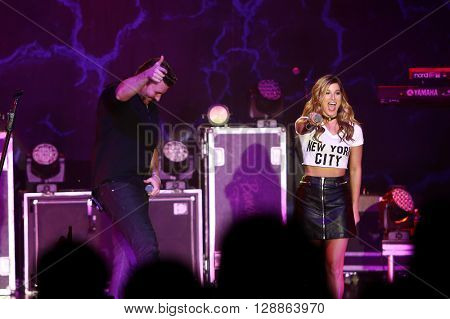 NEW YORK-FEB 25: Singer Chris Young (L) and Cassadee Pope perform onstage at the PlayStation Theater on February 25, 2016 in New York City.