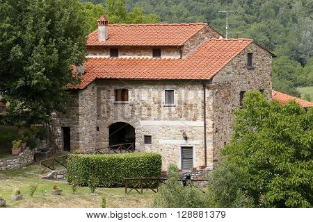 farm house in rural landscape toscana italy